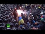 Столкновения оппозиционеров и спецназа Украины в Киеве,News,,1 декабря в Киеве произошли жестокие столкновения между митингующими, выступающими за подписание договора об ассоциации Украины с Европейским союзом и отставку нынешнего правительства во главе с президентом страны Виктором Януковичем, и от