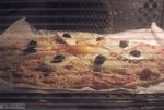 пицца подымается в духовке