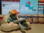my little pony Обсуждаемое Теги: I Rainbow YUC OSS 'TOR ART ' Rainbow Dash > Хорошее Лучшее Главная > ФЭНДОМЫ > mv little Pony > mane 6 > Rainbow Dash I Rainbow Dash Рэйнбоу Дэш Подписчиков: 120 Сообщений: 8679 Рейтинг постов: 22,81* Небесно-голубая пони-пегас с радужной гривой и хвост