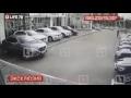 """""""Синхронный"""" угон четырёх BMW в Петербурге попал на видео,People & Blogs,,На кадрах видно, как четверо мужчин одновременно подходят к иномаркам и открывают их, после чего уезжают со стоянки автосалона."""