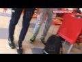 """Работник фастфуда вышел из себя после издевательств подростков,Entertainment,,Молодые люди провоцировали продавца """"Бургер кинга"""" и снимали его реакцию на телефон.  Работник """"Бургер кинга"""" вышел из себя после издевательств подростков. Как видно на кадрах, которые прислали через приложение LifeCorr (м"""
