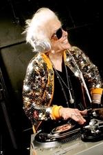 Ruth Flowers - самая старая женщина-диджей в мире