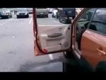 Эффектный прыжок в машину girl jumps into car,Autos,,
