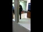 В Москве нелегалов таджиков крышует полиция,People,,Попробуйте позвонить в московскую полицию, увидев табун нелегалов-мигрантов. И скорее всего, вы будете арестованы вместо них. 26 июля 2013 г. Возвращаюсь со спортивной площадки рядом с домом. Наблюдаю картину: неорганизованные группы таджиков подг