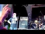 Пиндосский панк на концерте в Одессе подтёрся флагом России...,News,,Во время концерта американской панк-группы Bloodhound Gang в Одессе музыкант, со словами «Только не говорите Путину!», подтерся российским триколором. Скандальный инцидент произошел на днях в одесском ночном клубе «Ибица» во время