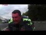 Водитель провез полицейского на капоте машины.,Autos,,В результате наезда автомобиля полицейский получил серьезные травмы. Лихач с места преступления скрылся, но был задержан через двое суток.