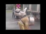 Mazda 6 Влетела под Фуру 2013,Autos,,Во вторник 24-го сентября в 14:40 минут на 146 км автодороги «Киев-Харьков-Довжанский» в направлении города Харькова автомобиль Mazda 6, под управлением 36-летнего жителя города Луганск, совершил столкновение с впереди движущимся в попутном направлении грузовым а